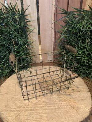 Rusty Wire Basket Lg 8.5x6.25