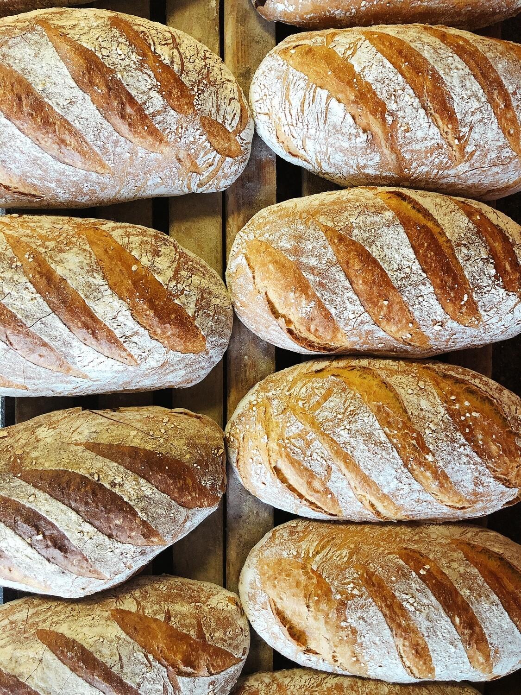 Chleb wiejski na zakwasie krojony