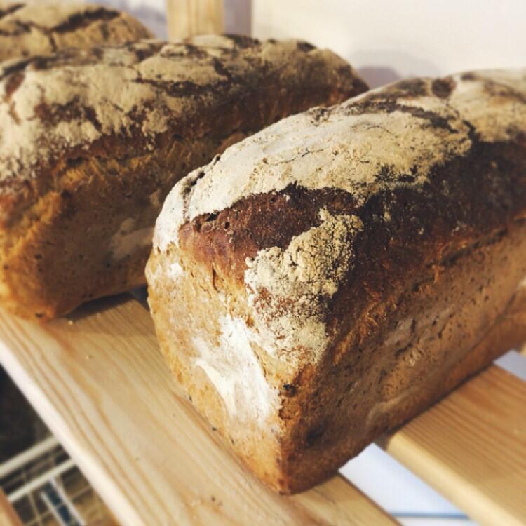 Chleb żytni na zakwasie krojony