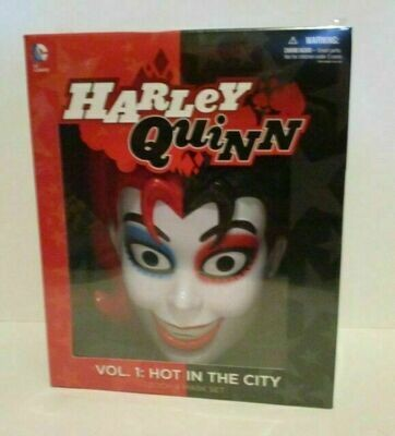 Harley Quinn Vol .1 Hot In The City Book And Mask Set