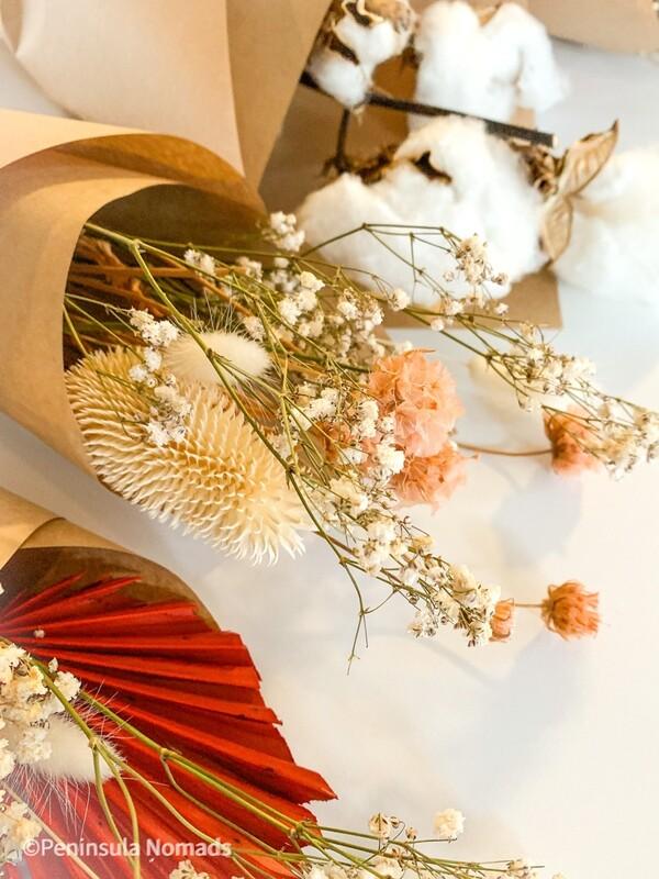 Minimal Dried Flower Arrangement