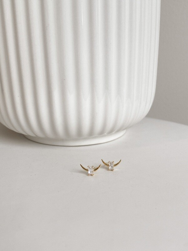 18k Stud Crescent Earrings