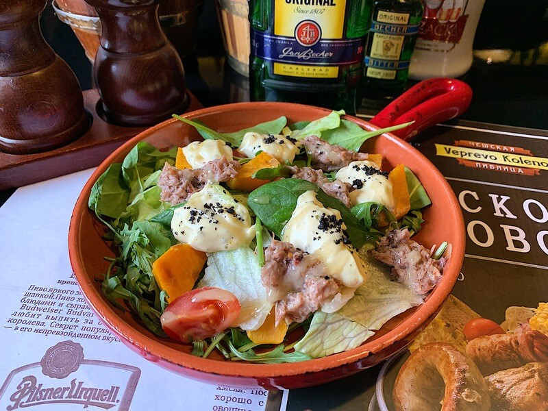 Салат с утиным риетом