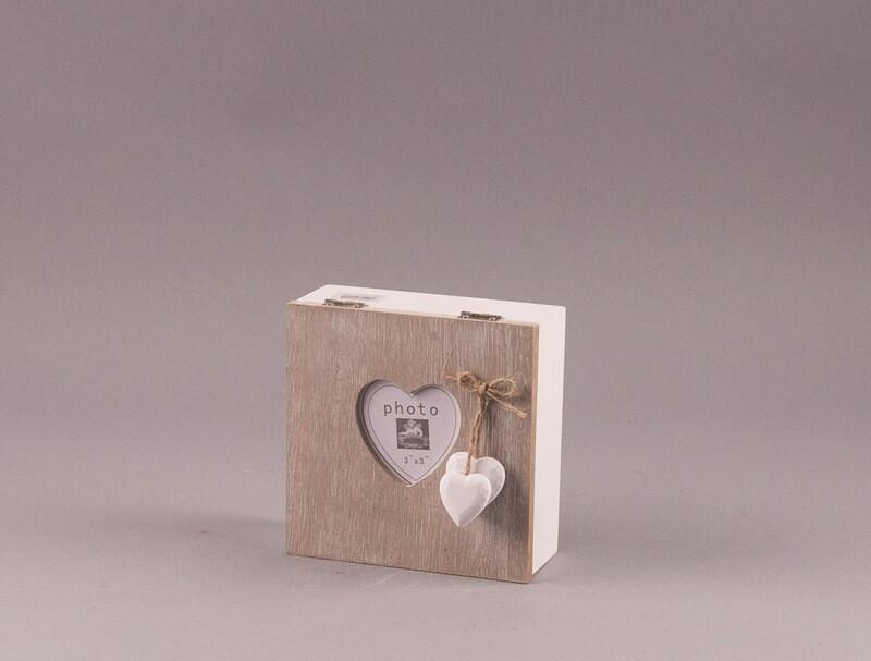 Holz-Box mit Herzen und kleinem Fotorahmen