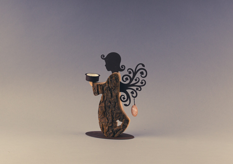 Rinden-Wendeengel mit Teelicht