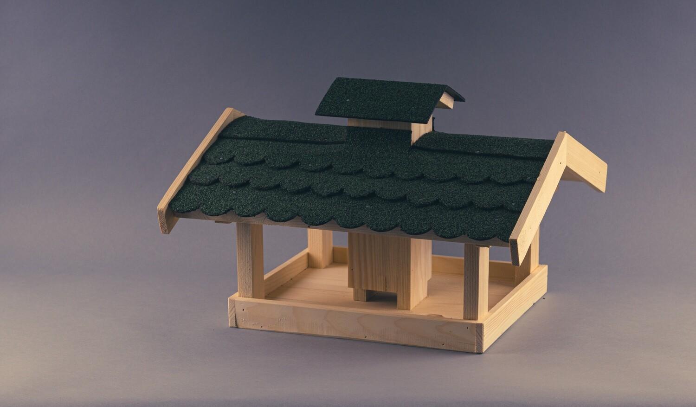Vogelhaus mit grüner Dachpappe