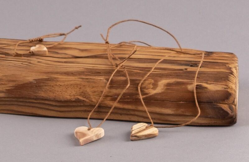 Halskette mit Holz-Herz