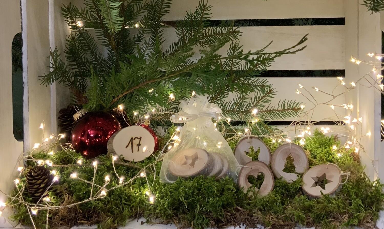 17. Dezember Anhänger Baumscheibe mit weihnachtllichen Motiven