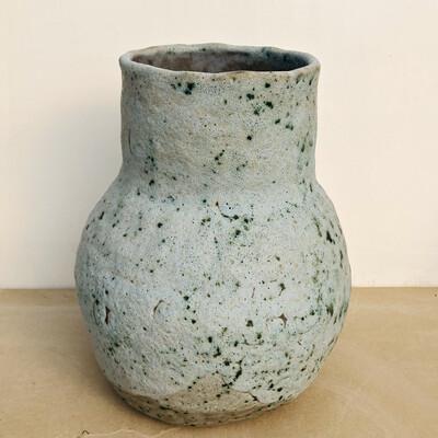 Vază gri de piatră
