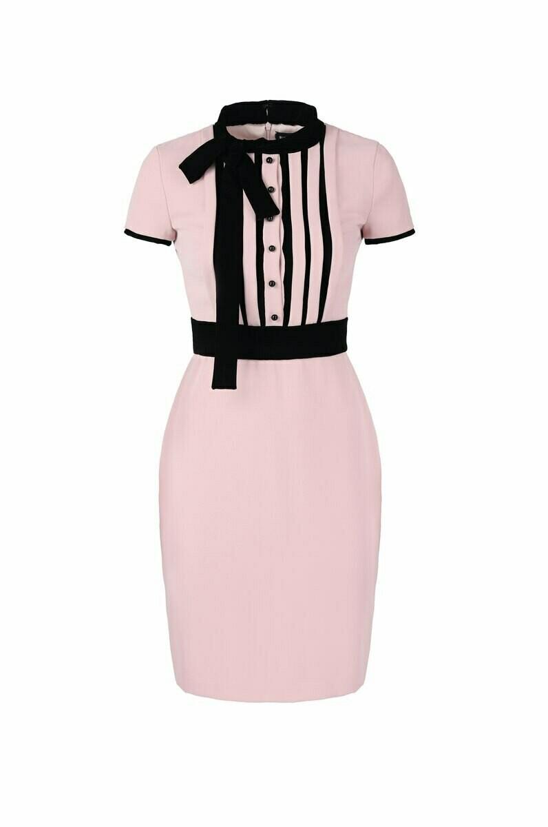 Розовое короткое платье с бархатом