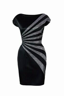 Черное короткое платье с серебристой отделкой