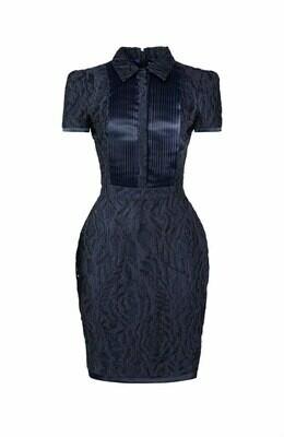 Синее платье с шелковыми складками