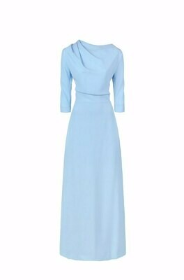 Голубое длинное платье со складкой на плече