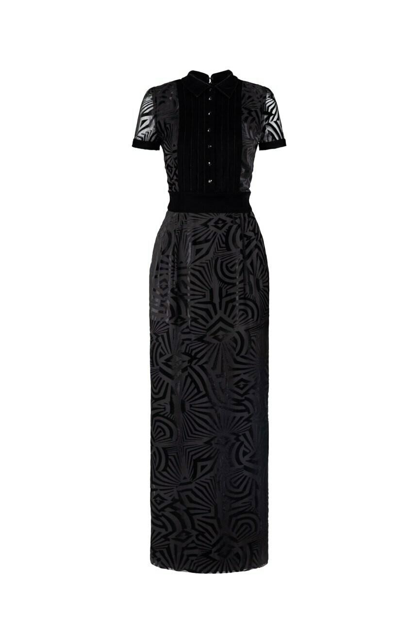 Черное длинное платье с бархатными складками