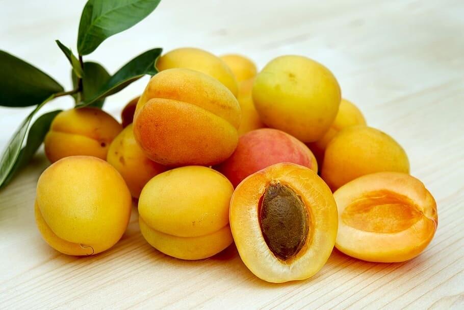Aprikosen Konfitüre mit Amaretto (120g / 235g)