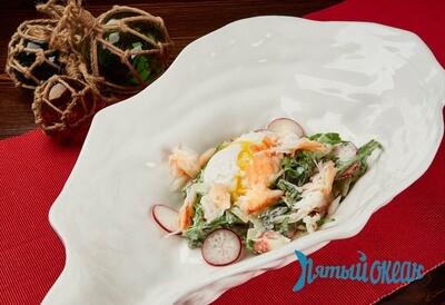 Салат с крабом и яйцом пашот, 200 гр