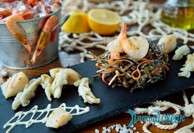 Салат из морской капусты с морепродуктами, 180 гр