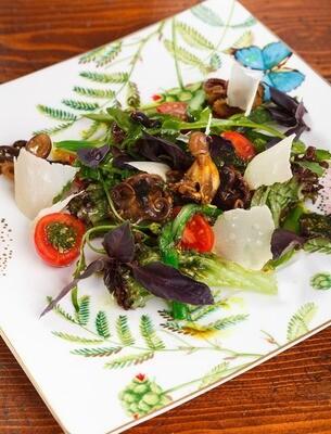 Теплый салат с молодыми осьминогами, 150 гр