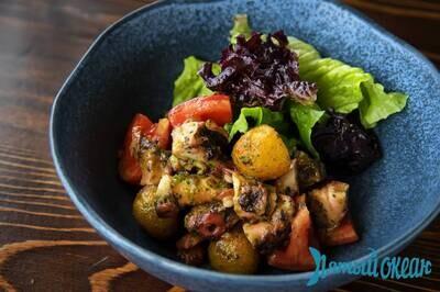 Тёплый салат с осьминогом и молодым картофелем, 210 гр.