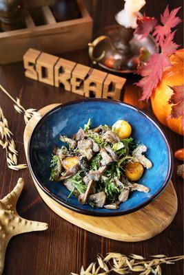 Тёплый салат с грибами и картофелем