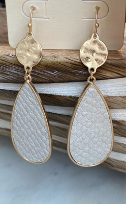 STEPPING STONE EARRING