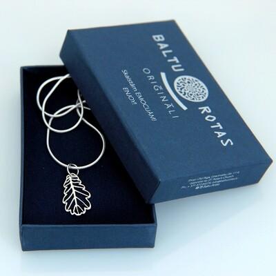 Silver small oak pendant with chain