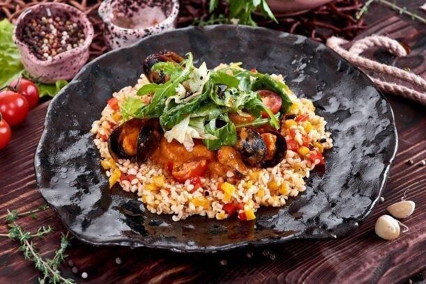 Морепродукты в сливочно-томатном соусе