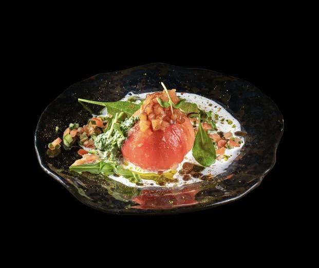 Салат с лососем и томатами