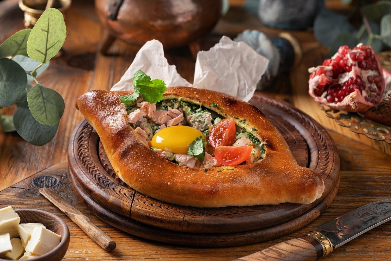 Хачапури с лососем и шпинатом