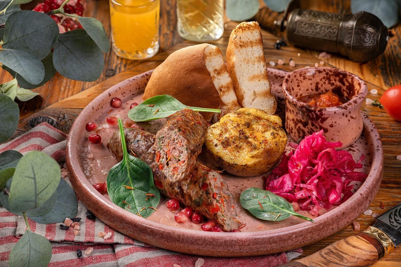 Люля кебаб из говядины с болгарским перцем.