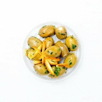 Oliven mit Frischkäse gefüllt