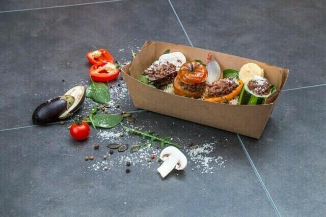Jarret de bœuf confit aigre doux au miel et vinaigre, servi avec des pâtes et des légumes