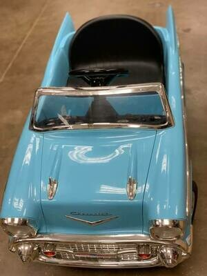 BATTERY OPERATED CLASSIC CAR - USED