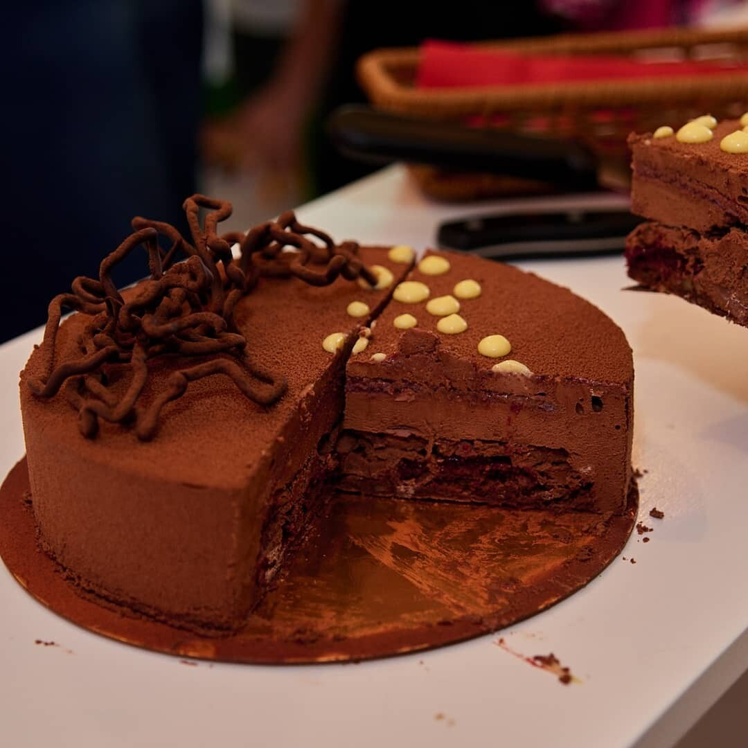 Торт вишня-велюр