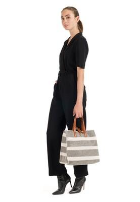 Shopper Gracy Suri Frey