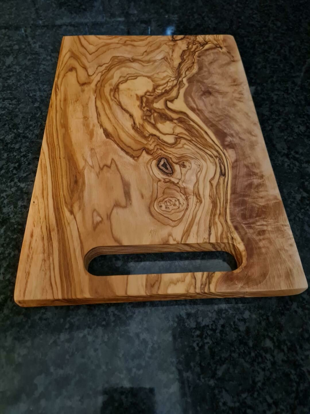 Cutting board with integrated handle