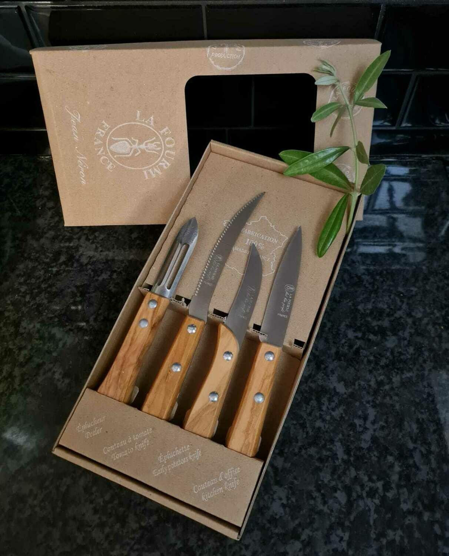 Coffret de 4 utilitaires de cuisine en bois d'olivier: 1 éplucheur, 1 couteau à tomate, 1 couteau à steak et 1 couteau office