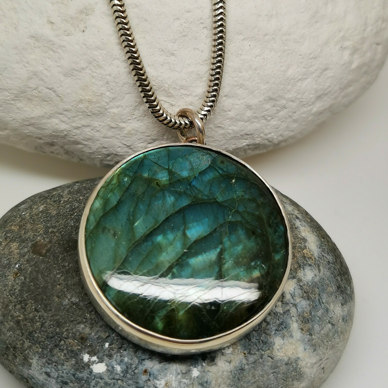Labradorite pendant with hare.