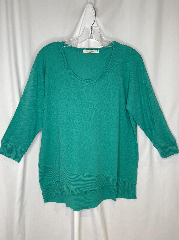 Mododoc  Verde 3/4 Sleeve Crossover Hem Tee