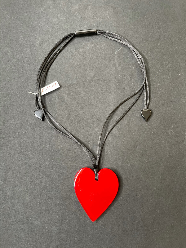 Zsiska Big Heart Necklace