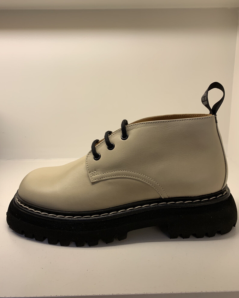 DERBY ECRU SHOES WITH BLACK SOLE