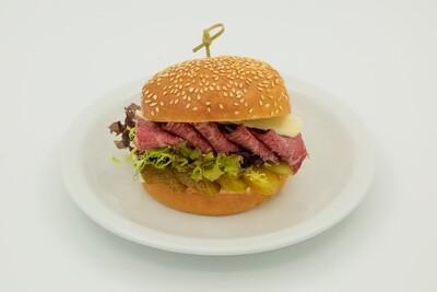 Бургер с фирменным пастрами
