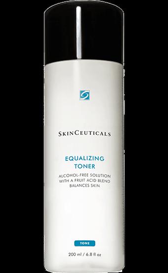 EQUALIZING TONER Wirksames Gesichtswasser, um sanft überschüssige Rückstände zu entfernen