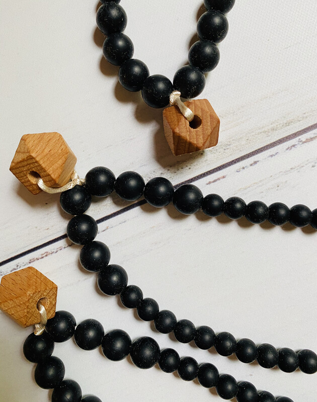 Teething Necklace The Collins in Black