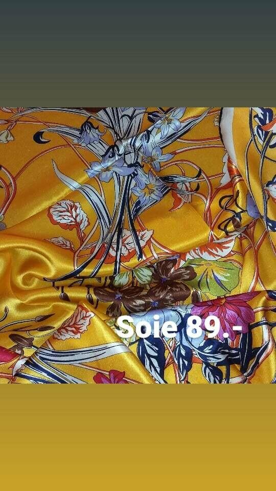 Foulard carré en satin de soie ourlé main fin jaune