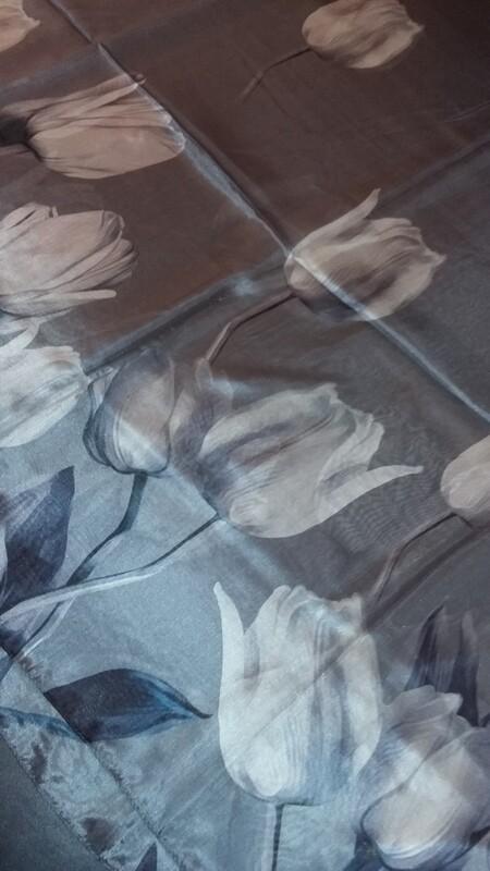 Étole de soie avec tulipes 180x52 cm