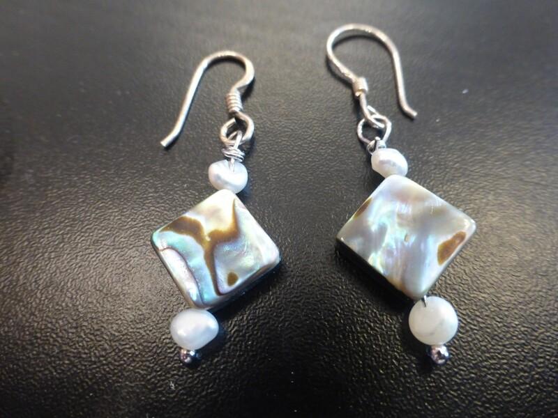 Boucles d 'oreilles en nacre, perles d'eau douce et argent 925