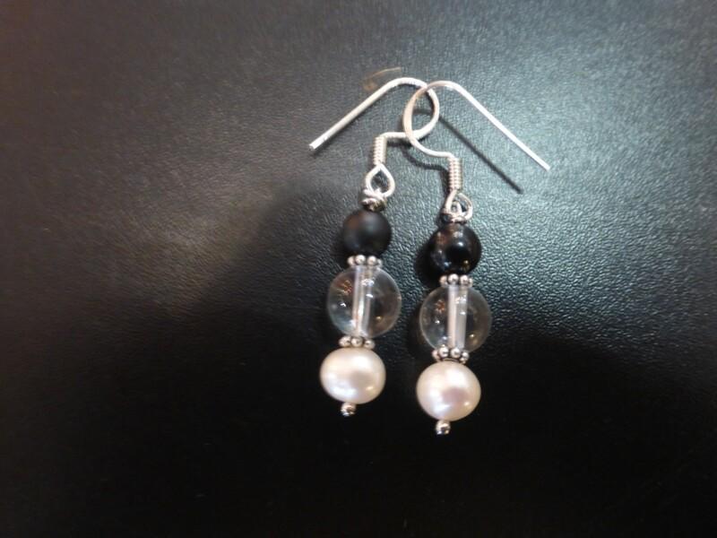Boucles d'oreilles en perles et argent et tourmaline noire