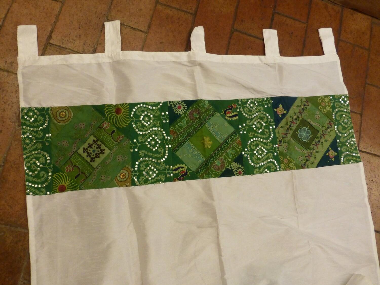 Rideau blanc avec bordure patchwork verte