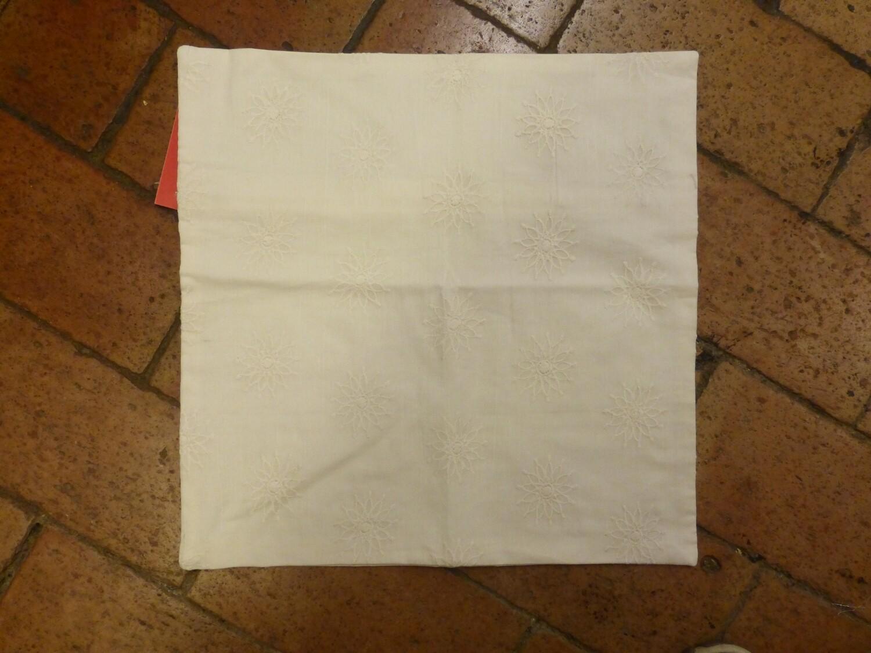 Housse de coussin en coton brodé